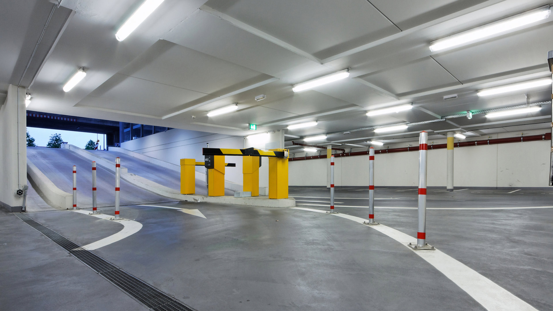 Anwendung Parkhaus Feuchtraumleuchte VASCA PRO