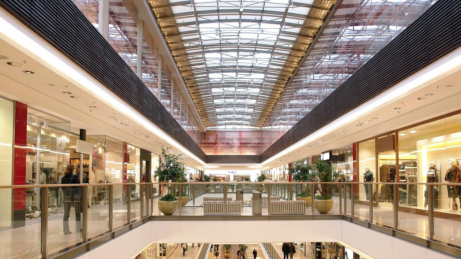 Produkte der Lifa - Die Lichtfabrik - innovative Lichtsysteme GmbH in einem Einkaufszentrum