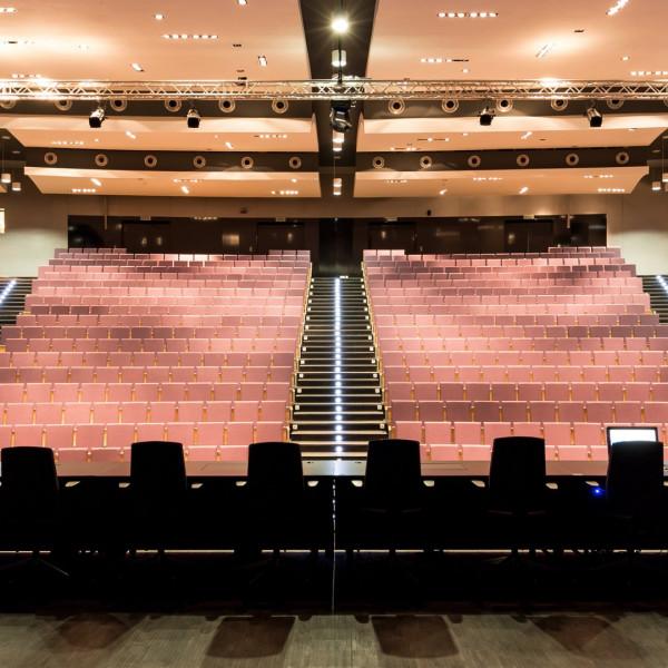Anwendung der Downlights FLUSH in einem Hörsaal